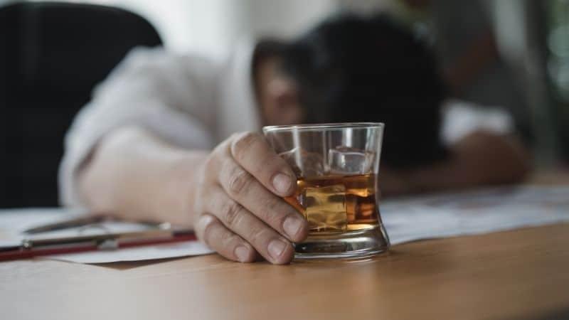 Como Ajudar um Alcoólatra